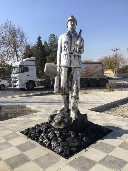 Büyükşehir'den Çayırhan'a madenci heykeli