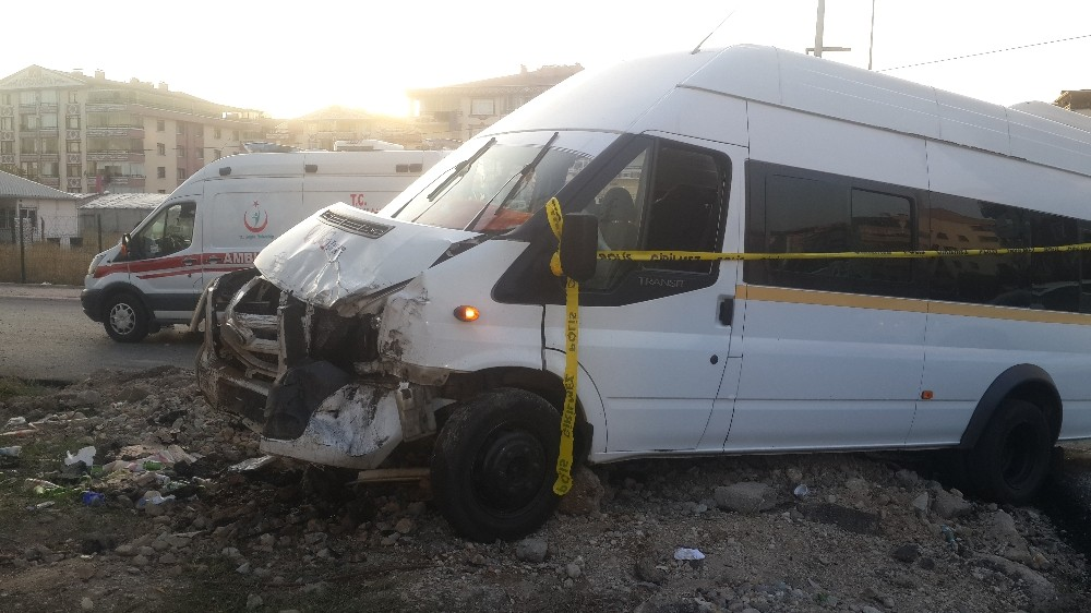 Başkent'te servis kazası: 1 ölü, 8 yaralı