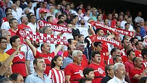 Antalyaspor yönetiminden İzmir marşı tepkisi! Futbolculardan Atatürk'lü paylaşım