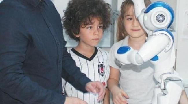ÖĞRETMEN ROBOT ELİAS TÜRKİYE'DE