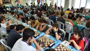 Bornova'da satranç turnuvası büyük heyecana sahne oluyor