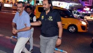 FETÖ üyesi Çetin iki bavulla son anda yakalandı
