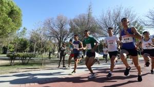 Bucalılar eski milli atlet Safter Karabağlı anısına koştu