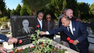 Ensari Başkan ölüm yıldönümünde anıldı