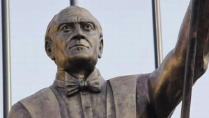 İzmir'de yapılan Atatürk heykeli kriz yarattı!