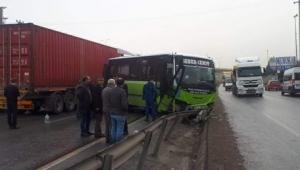 TIR ile yolcu Miniibüsü çarpıştı: 9 yaralı