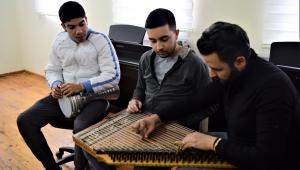 Bornova'da darbuka ve Kanun kurslarında tek kişilik eğitim