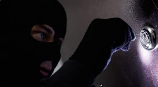 Eve giren hırsızlar 'yok artık' dedirtti!