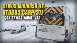 Servis minibüsü ile otomobil çarpıştı: Çok sayıda yaralı var...