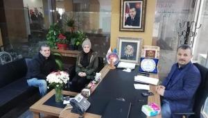 AK Parti İzmir İl Başkanlığı vatandaşa kapılarını açtı