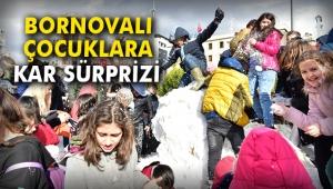 Başkan Atila'dan Bornovalı çocuklara kar sürprizi