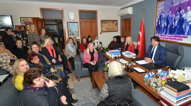 Foça'lı kadınlar Başkan Demirbağ'ı ziyaret etti
