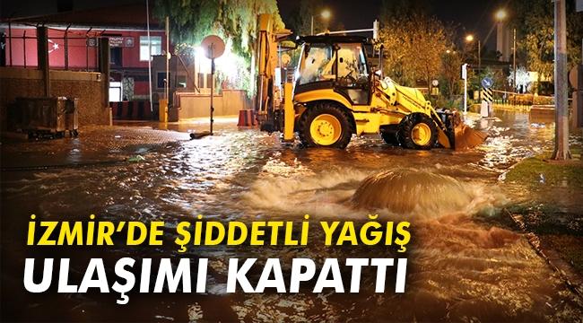 İzmir'de şiddetli yağış ulaşımı kapattı
