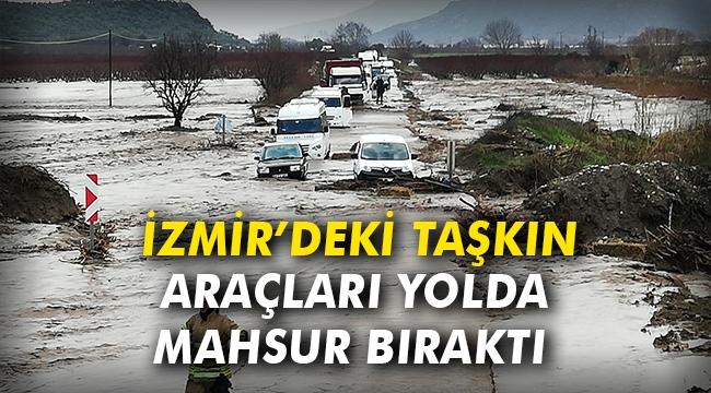 İzmir'deki taşkın araçları yolda mahsur bıraktı