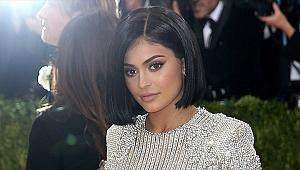 Kylie Jenner dünyanın en genç milyarderi oldu