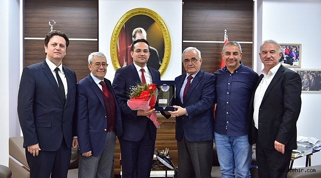 İzmir ASKF'den Başkan Atila'ya teşekkür plaketi