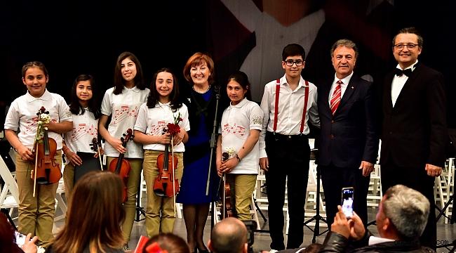 Mozart Ödüllü Ali İnsan Türkiye'deki ilk konserine Bornovalı çocuklar ile çıktı
