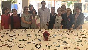 Foça'da Anneler Günü'ne özel takı sergisi