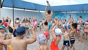 Okullar kapandı havuz keyfi başladı