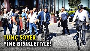Tunç Soyer yine bisikletiyle!