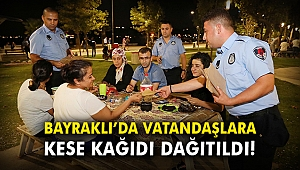 Bayraklı'da vatandaşlara kese kağıdı dağıtıldı