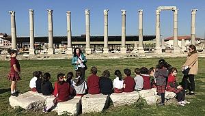İzmir Büyükşehir'den tarihe sahip çıkan miniklere ödül