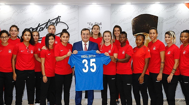 Konak Belediyespor Kadın Futbol Takımı hedef yükseltti