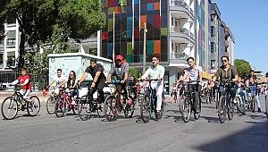 Menderes'te otomobilsiz gün: Başkan Kayalar pedal çevirdi