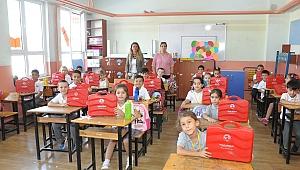 Öğrencilerin eğitim seti Menderes Belediyesi'nden