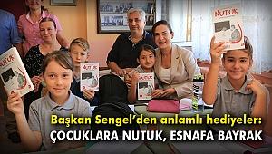 Başkan Sengel'den anlamlı hediyeler: Çocuklara Nutuk, esnafa bayrak