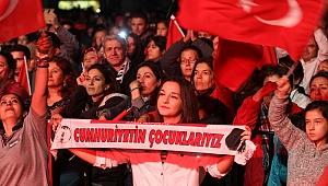 Gaziemir'de Haluk Levent'li Cumhuriyet coşkusu