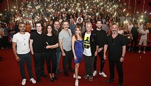 Karakomikfilmler ekibine İzmir'de coşkulu karşılama
