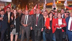 Kemalpaşa, Cumhuriyet'i 2 bin kişilik fener alayı ile kutladı