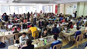 Türkiye'nin genç satrançcıları Bornova'da buluştu