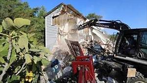 Buca'da kaçak yapılar yıkıldı