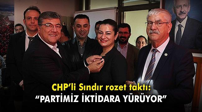 """CHP'li Sındır rozet taktı: """"Ailemiz büyüyor, partimiz iktidara yürüyor"""""""