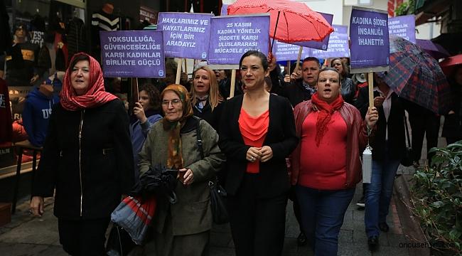 Efes Selçuklu kadınlar şiddete karşı yürüdü