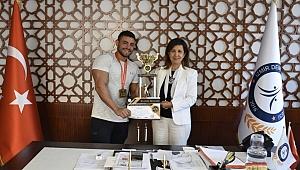 İDÜ Öğrencisi Ege Demir'den Dünya Şampiyonluğu