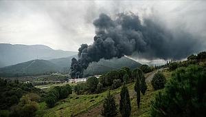 İzmir'de büyük yangın! Olay yerine çok sayıda ekip sevk edildi