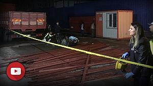 İzmir'de feci ölüm! Demirler motosikletin üzerine düştü