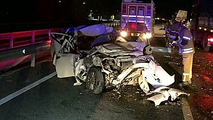 İzmir'de kamyonla çarpışan otomobilin sürücüsü öldü!