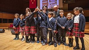 İzmir'de tarihine sahip çıkanlar ödüllendirildi