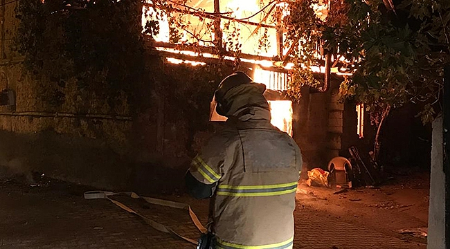 Ödemiş'te çıkan yangında bir itfaiye eri yaralandı