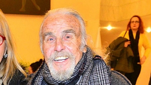 Tiyatro sanatçısı Özdemir Nutku İzmir'de hayatını kaybetti