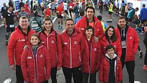 Ünlü isimler Vodafone İstanbul Maratonu'nda çocuklar için koştu