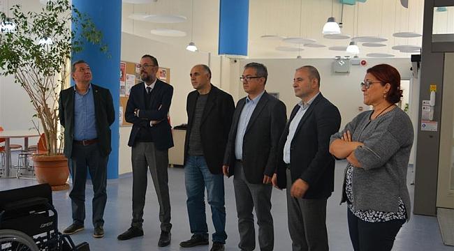 Başkan Aksoy'un ekibi Engelli Farkındalık Merkezi'ni ziyaret etti