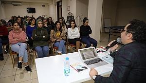 Bayraklı'da gençler yazarlarla buluşuyor