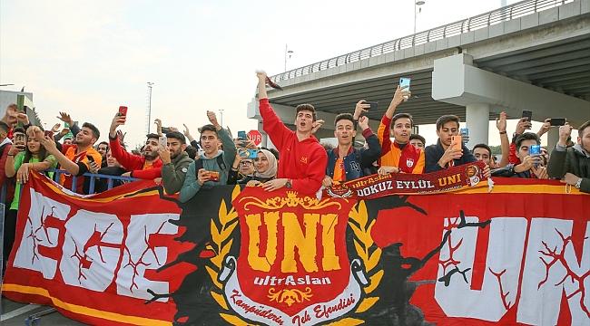 Galatasaray kafilesi İzmir'e geldi
