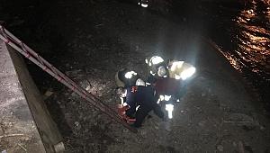 İzmir'de dereye düşen kadını itfaiye ekipleri kurtardı