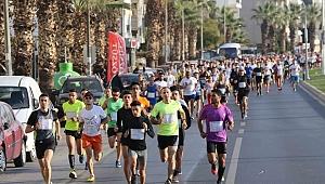 İzmir'de en uzun gecede en uzun koşu
